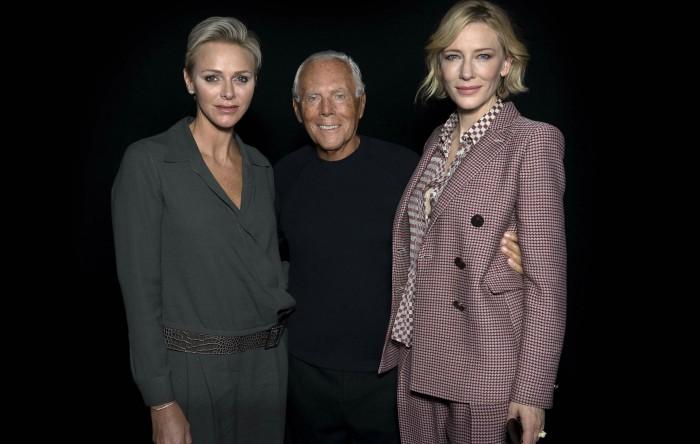 Giorgio Armani (centru) împreună cu Charlène de Monaco (stânga) şi Cate Blanchett (dreapta), Milano Fashion Week 2017