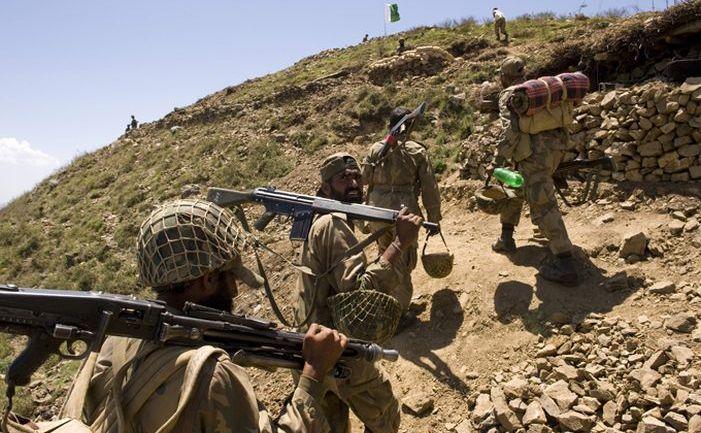 Soldaţi pakistanezi