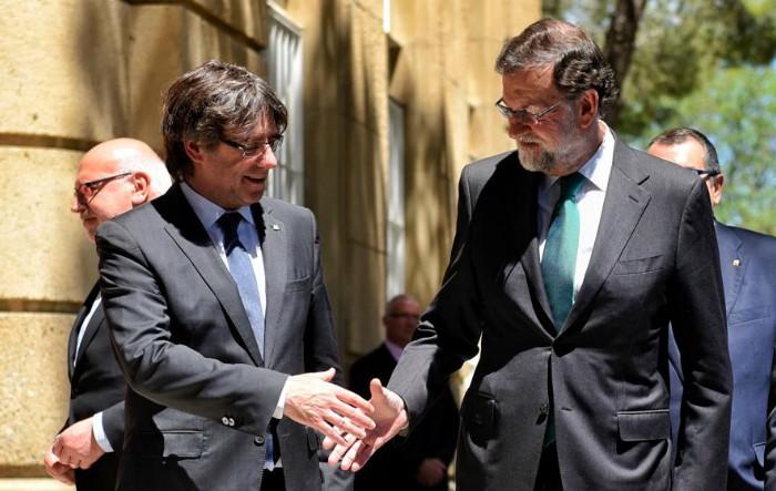 Mariano Rajoy împreună cu Carles Puigdemont, mai 2017