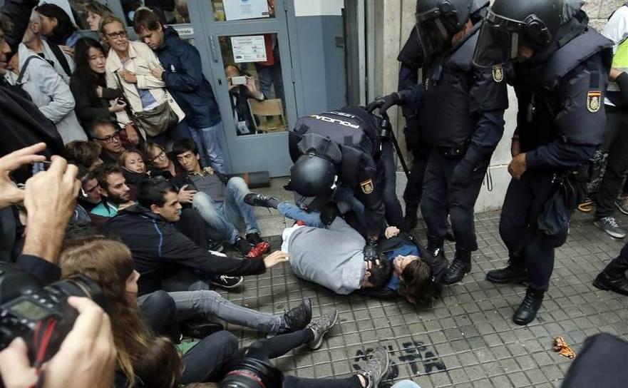 Brutalităţi comise de Garda Civilă în Barcelona, 1 octombrie 2017