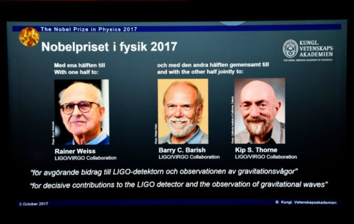 De la stânga la dreapta: Rainer Weiss, Bary C. Barish şi Kip S. Thorne