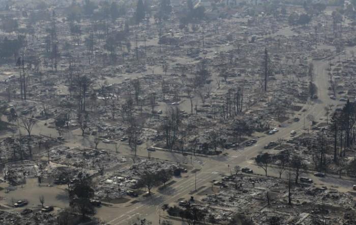 Oraşul Santa Rosa, California, distrus de incendiu