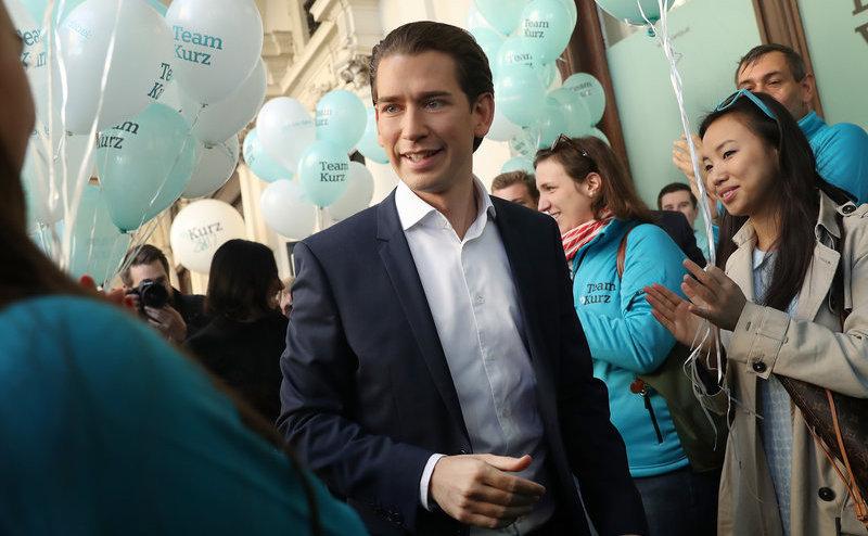 Sebastian Kurz, liderul Partidului Popular Austriac (OVP), se află la sediul partidului în Viena, 13 octombrie 2017.