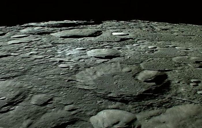 Suprafaţa Lunii observată de nava spaţială SELENE