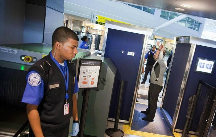 Controlul pasagerilor în aeroportul  John F. Kennedy, New York