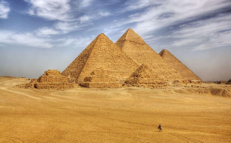 Piramidele din Giza, Egipt.