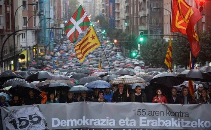 Manifestanţi basci protestează împotriva răspunsului Madridului la criza catalană, 5 noiembrie 2017, în oraşul spaniol Bilbao.