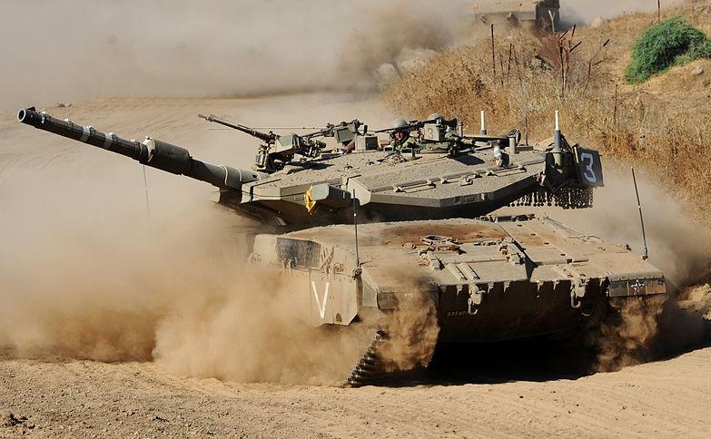 Tanc israelian în partea controlată de Israel a regiunii Înălţimile Golan.
