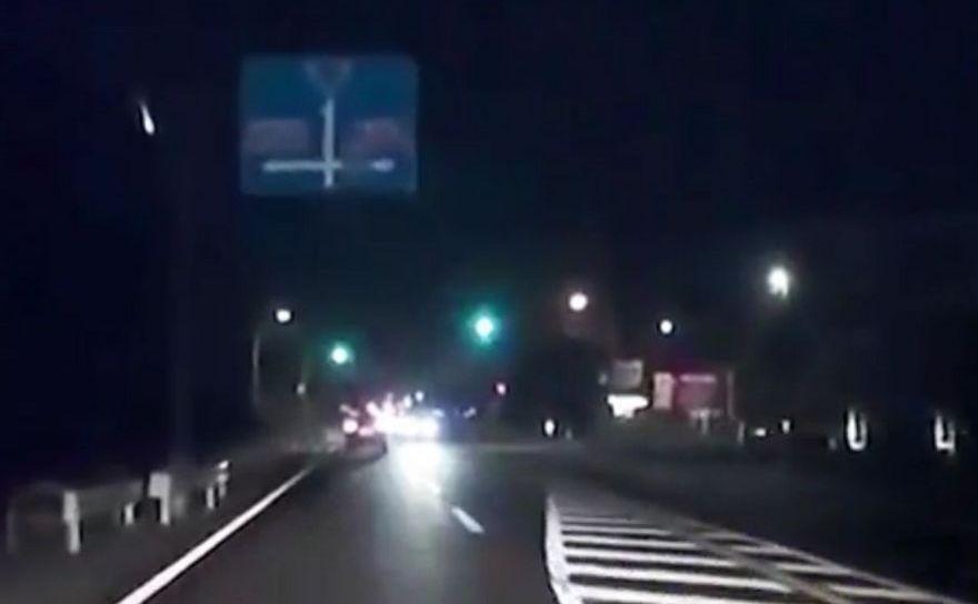 Obiect luminos pe cerul nopţii în Japonia, 21 noiembrie 2017.