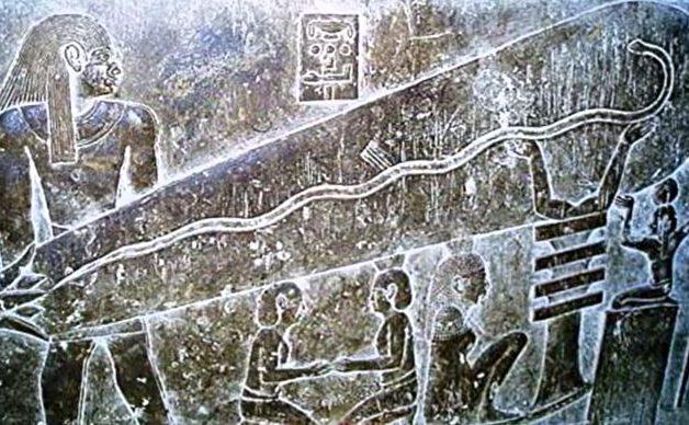 Basorelief sub templul egiptean din Dendara (camera centrală de pe partea posterioară a clădirii, a doua de la subsol)