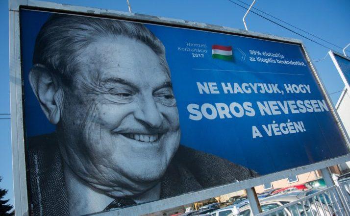 Un poster care promovează un mesaj împotriva miliardarului George Soros este afişat în oraşul Szekesfehervar, Ungaria, 6 iulie 2017.