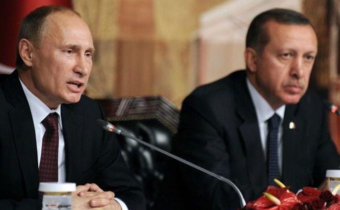 Preşedintele rus Vladimir Putin (st) participă la o conferinţă de presă împreună cu omologul său turc Recep Tayyip Erdogan în Ankara, Turcia, 11 decembrie 2017.