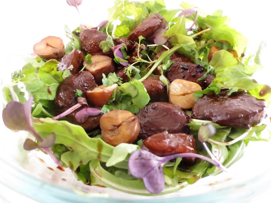 Salată aperitiv cu pipote de raţă şi castane