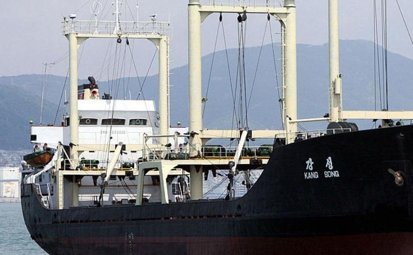 Nava nord-coreeană Kangsong andochează în portul sud-coreean Busan, 20 mai 2007.