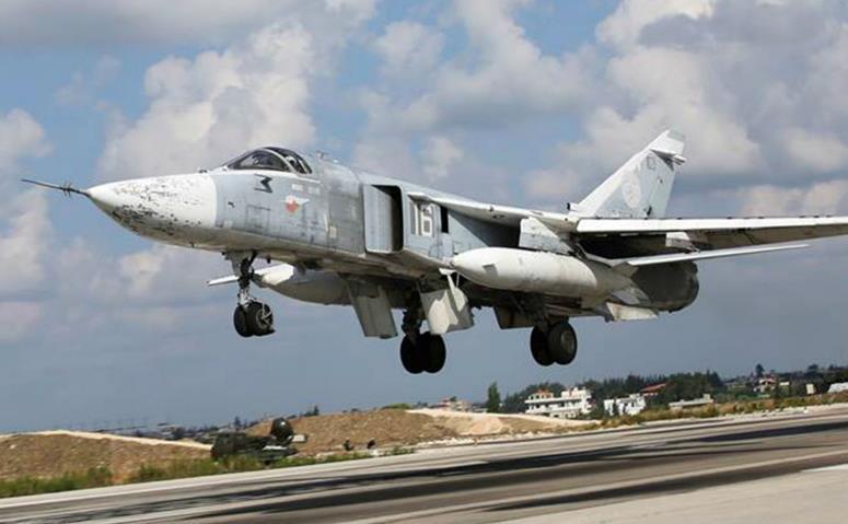 Avion de luptă rusesc decolează de la baza aeriană Hmeimim din Siria.