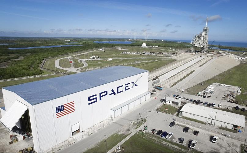 Hangarele companiei SpaceX la Cape Canaveral, Florida