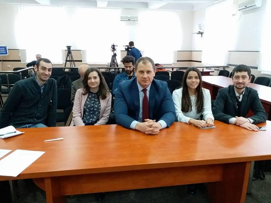 Grupul de iniţiativă pentru referendumul anti-mixt. Ştefan Gligor (centru)