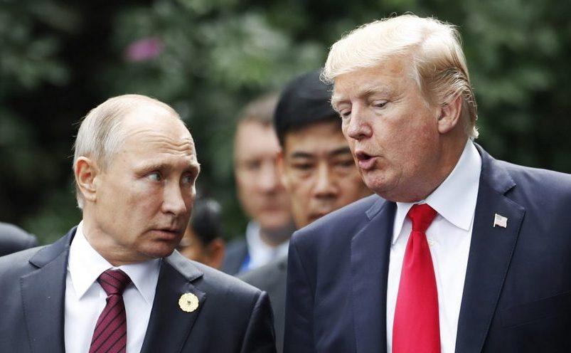 Preşedintele american Donald Trump (dr) şi omologul său rus Vladimir Putin.