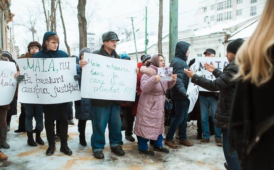 Protest al simpatizanţilor lui Şor în faţa sediului PAS de la Chişinău