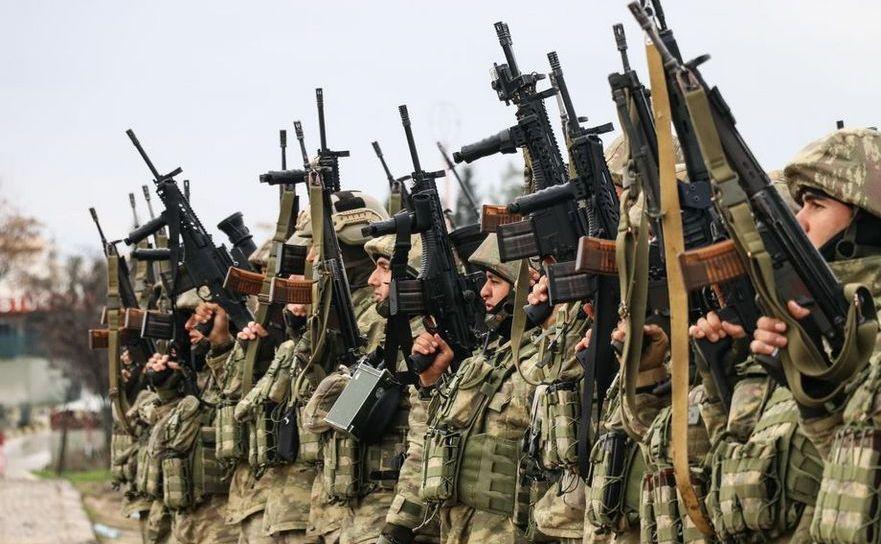 Soldaţi turci depun jurământul în provincia turcă Hatay, înainte să fie transportaţi către graniţa cu Siria, ca parte a operaţiunii Ramura de Măslin, 23 ianuarie 2018.
