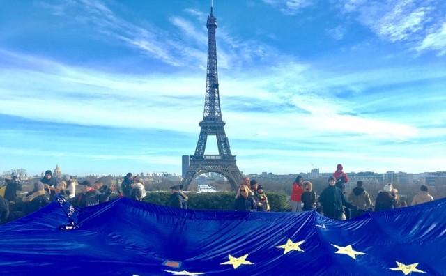 Ştafeta steagului UE la Paris