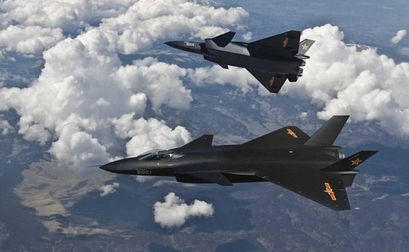 Avioane de vănătoare chineze J-20