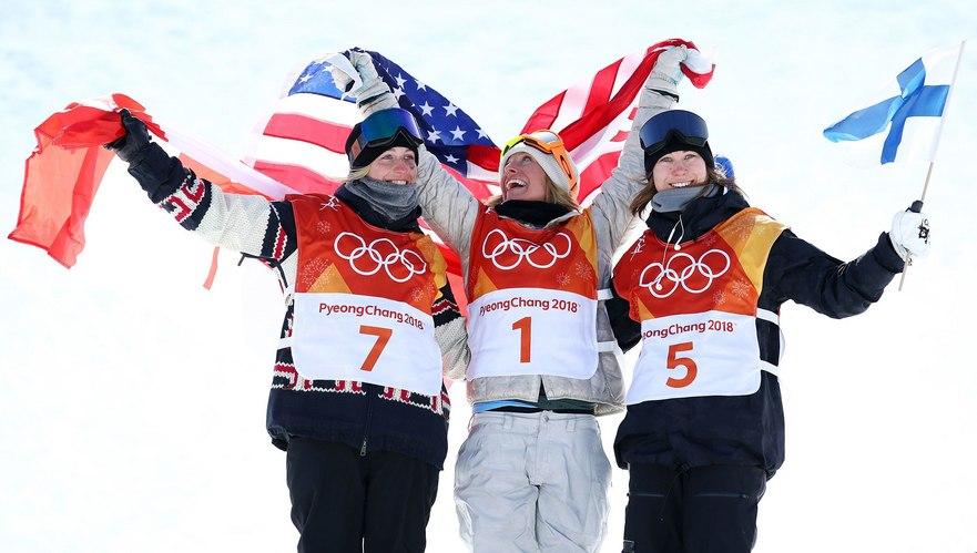 Jamie Anderson (SUA), Laurie Blouin (Canada) şi Enni Rukajarvi (Finlanda) - câştigătoarele probei feminine de slopestyle din cadrul concursului de snowboard al Jocurilor Olimpice de iarnă de la PyeongChang