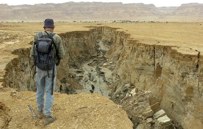 Dolină în Marea Moartă
