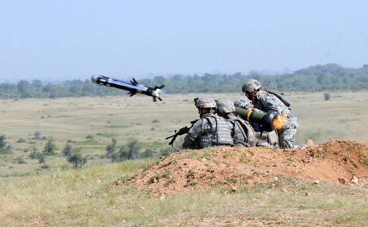 Rachetă anti-tanc Javelin testată de soldaţi americani