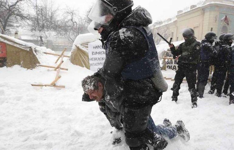 Ciocniri violente între manifestanţi şi poliţie în capitala ucraineană Kiev, 3 martie 2018.