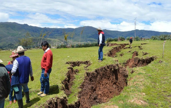 În Munţii Anzi din Peru se deschide o falie de doi kilometri