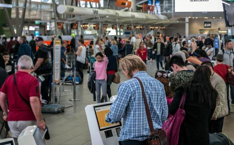 Sute de pasageri blocaţi pe Aeroportul din Sydney din cauza unei erori tehnice în dimineaţa zilei de 9 martie 2018.