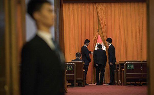 La 11 martie, Congresul Naţional Popular al Partidului Comunist din China organizează cea de-a treia şedinţă plenară pentru a vota modificarea constituţiei. Imaginea arată o întâlnire a Congresului Poporului Chinez din 5 martie