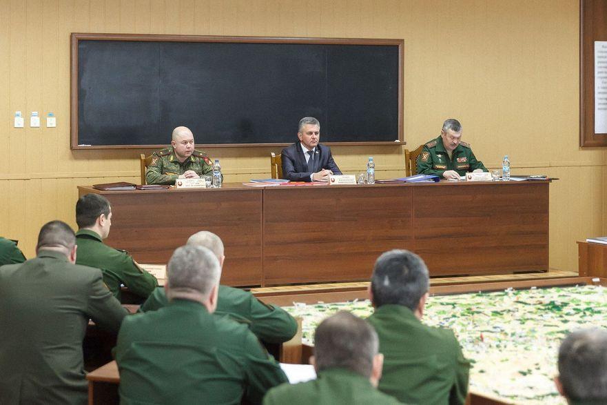 Şedinţa colegiului militar al pretinsului minister al apărării cu participarea liderului separatist Vadim Krasnoseliskii
