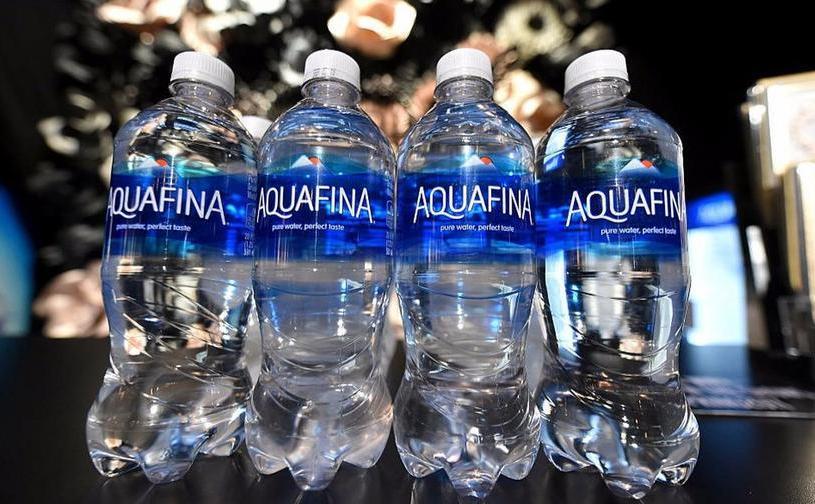 Marca Aquafina de apă îmbuteliată, fiind produsă de PepsiCo în SUA