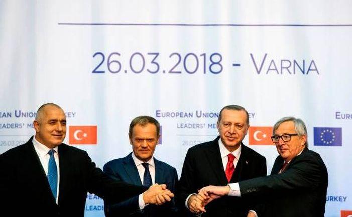 (De la st la dr) Premierul bulgar Boiko Borisov, preşedintele Consiliului European, Donald Tusk, preşedintele turc Recep Tayyip Erdogan şi preşedintele Comisiei Europene, Jean-Claude Juncker participă la o poza de grup după un summit UE-Turcia desfăşurat la Varna, Bulgaria în 26 martie 2018.