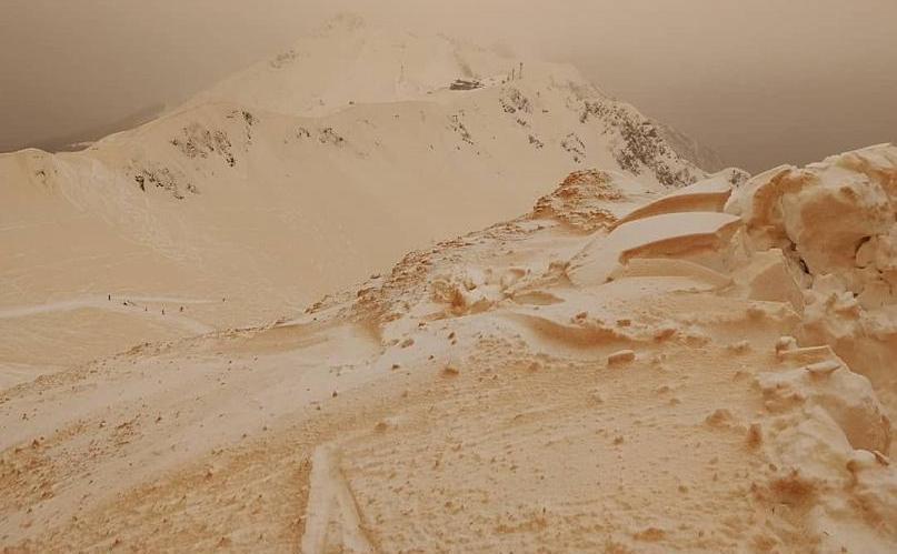 """Pârtii de schi acoperite de praf saharian, fac să arate peisajul ca """"pe Marte"""""""