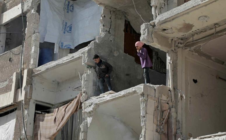 Clădire distrusă în orasul sirian Douma
