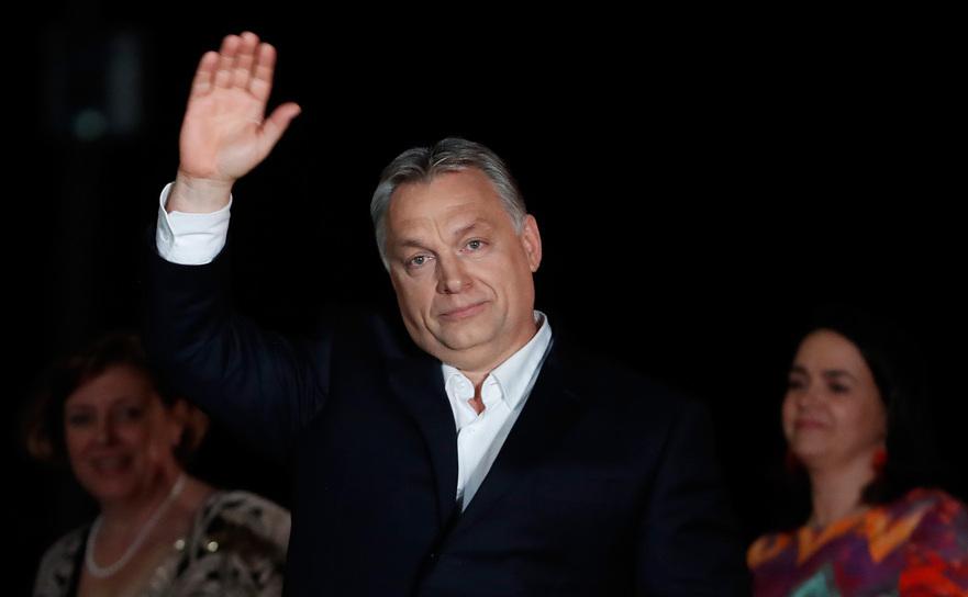 Premierul ungar Viktor Orban se adresează susţinătorilor după anunţarea rezultatelor electorale parţiale în Budapesta, 8 aprilie 2018.