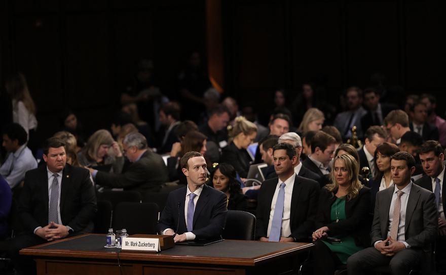 Directorul general al Facebook, Mark Zuckerberg, îşi încheie mărturia în Congresul SUA, 11 aprilie 2018.