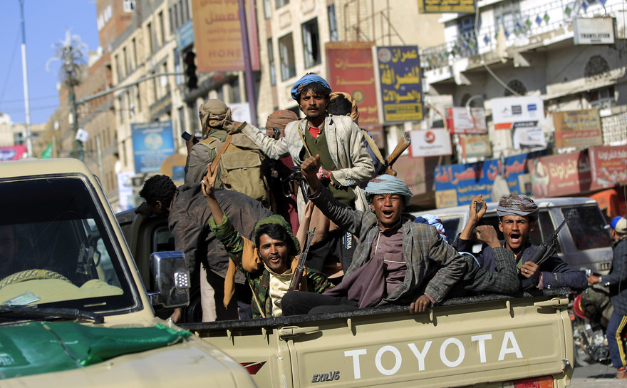 Rebeli Houthi în capitala yemenită Sana'a, 4 decembrie 2017.
