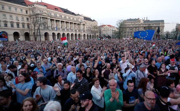Zeci de mii de demonstranţi au protestat sâmbătă în capitala Ungariei