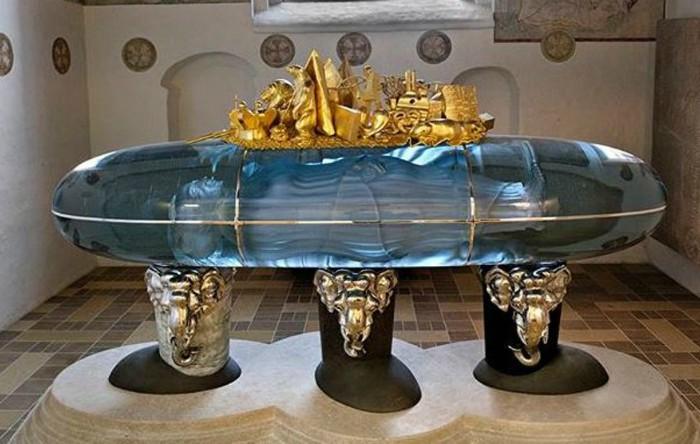 Sarcofagul                   reginei Margareta a II-a a Danemarcei