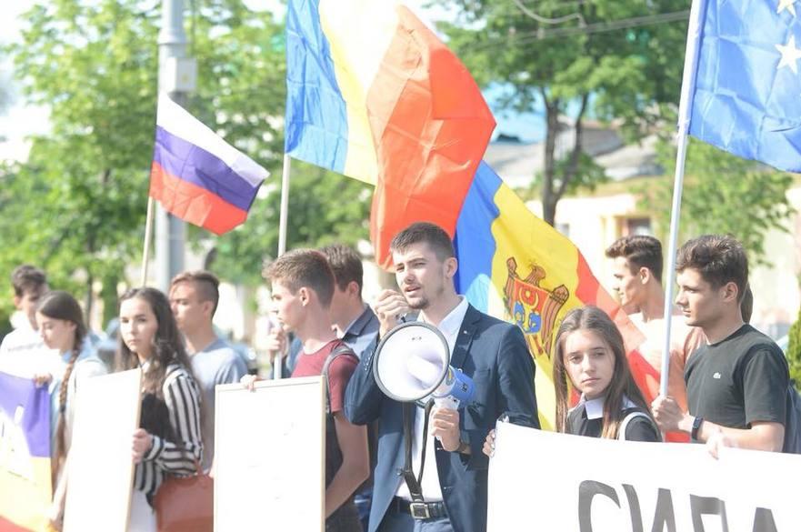 """Flashmob ODIP în faţa Ambasadei Rusiei la Chişinău: """"Putin dictator!"""""""