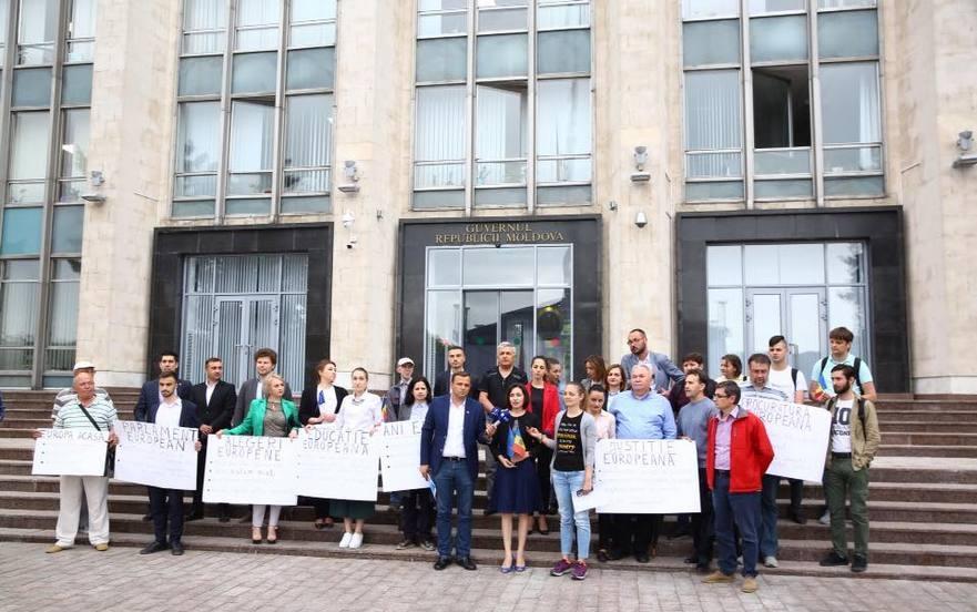 """Flashmob PAS, Platforma DA şi PLDM: Dorim """"Europa acasă!"""""""