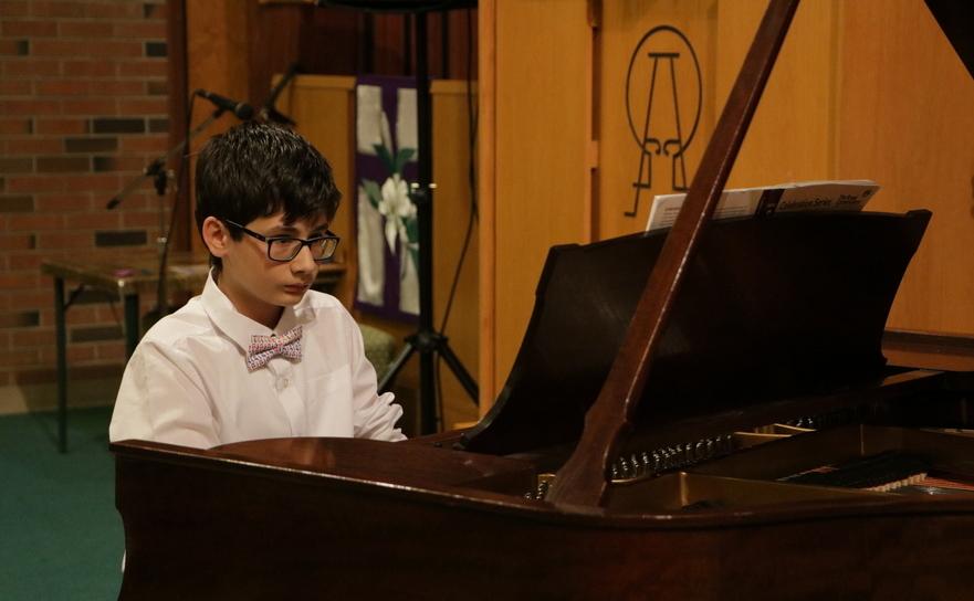 Festivalul Copiilor 2018 - Sebastian Sperneac, 13 ani, Oakville: interpretând Mazurka în A Minor, de Frederic Chopin şi Invenţia nr. 10 în G Major, de Johan Sebastian Bach.