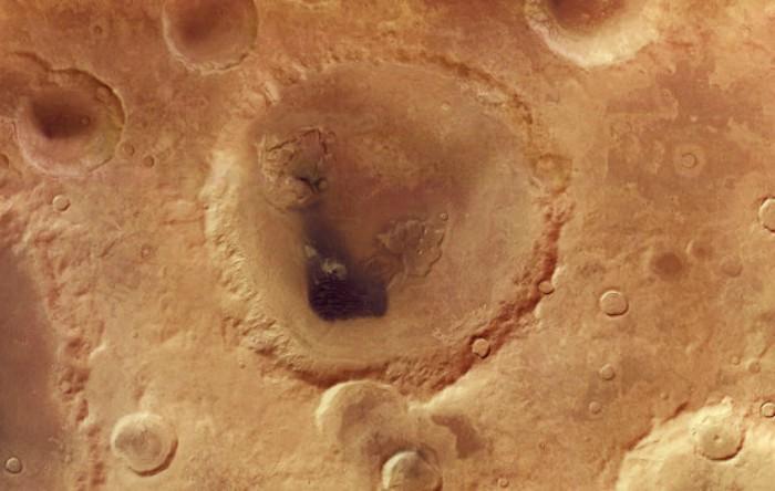 Neukum Crater, Marte