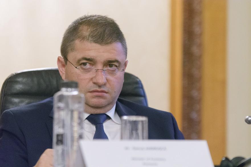 Danut Andrusca(Ministrul Economiei),