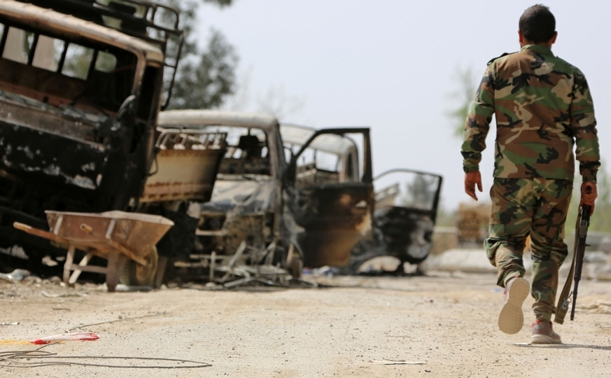 Soldat sirian pro-guvernamental în oraşul Hamouriyah, Siria.
