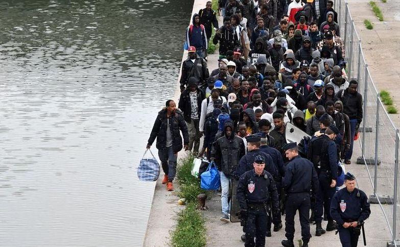 Aproximativ 1.700 de imigranţi au fost evacuaţi din tabăra Millenaire din Paris, 30 mai 2018.